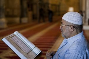 Palestinian Muslim reading The Holy Qur'an in Al-Aqsa mosque.jpg
